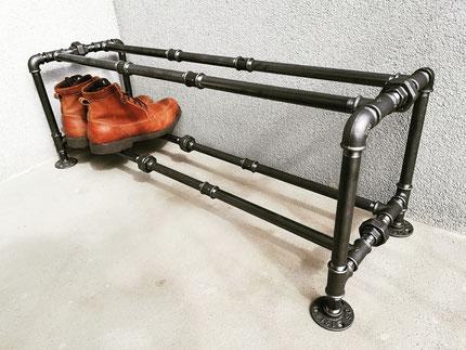 Industrie Schuhregal aus Rohren Vintage Schuhaufbewahrung Rohrregal