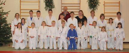 Foto: Die Eberspointer Judokas mit Trainer Gerd Mense und Trainerin Conni Augustin