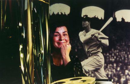 Nella foto la regista Aviva Kempner e sullo sfondo Hank Greenberg