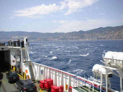 Hoher Wellengang auf der Straße von Messina