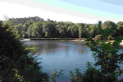 Blick vom Stellplatz auf den kleinen Fluß