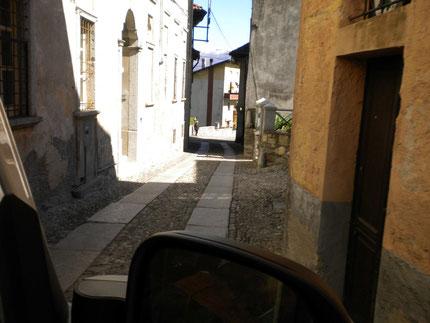 die enge Zufahrt zum Stellplatz