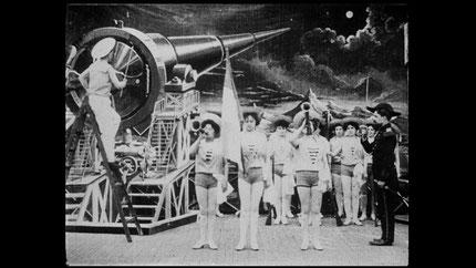 La perpective à un point de fuite sert ici à représenter une sorte de canon ou de longue vue pour faire partir une navette spatiale en forme d'obus.