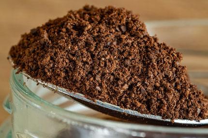 borra de café, pozo de cafe, cafe como fertilizante, cafe para el cuidado de la piel, café molido, usos del cafe