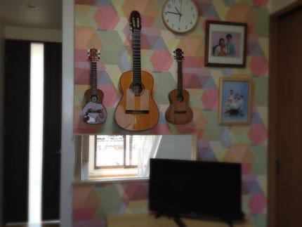 リビングにギター1本だけで良かった日々も半年だけで修了