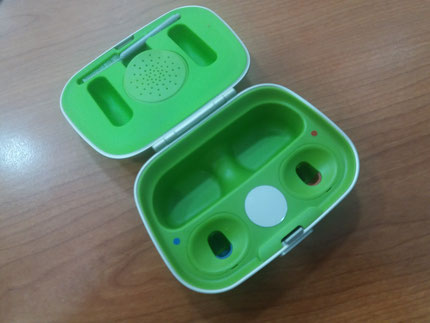 Estuche para audífonos recargables Combi de Phonak.