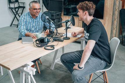 Mirsad beim Podcast mit Florian Leibold   Foto: Leibold