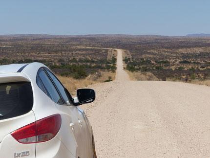Auf der unbefestigten Strasse von Windhoek zur ersten Lodge Namibgrens