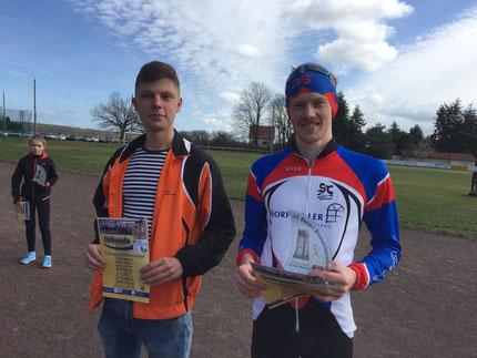 Paul Weinmann (links) aus Genthin neben dem Zehn-Kilometer-Sieger Leo Arnold. Foto: Alpha-Report