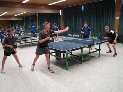 Marc Weber/Aaron Emmerich gegen David Memaj/Moritz Kaspari im vereinsinternen Doppelhalbfinale der A-Schüler