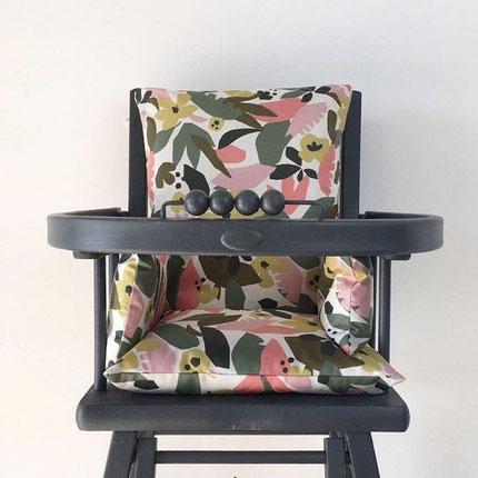 cette image représente un coussin de chaise haute en coton enduit pour chaise haute Combelle