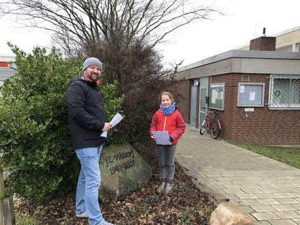 Andreas Hellmann und Tochter Nele machten mit dem Fragebogen die Runde durchs Dorf.