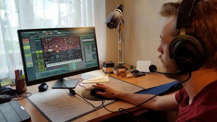 Niklas Hötzer alias RGHNCK produziert Beats, FLOUW