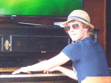 Klavierlehrer Niklas Hötzer, Klavierunterricht in Oberried und Kirchzartenrten