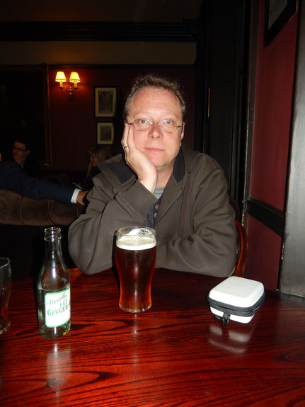 Robert C. Marley im Ye Olde Cheshire Cheese Pub, London