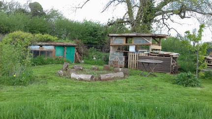 休憩區,照片中左方是塊根地窖