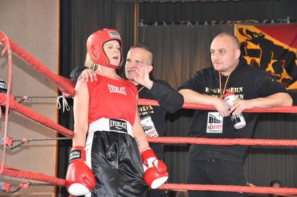 Yvonne Birker (BT ITTIGEN) Marco Spath und Bernhard Pulfer (BT ITTIGEN Coaches) erfolgreiche Titelverteidigung @ SA 7. Dezember Finale LC-CUP 2019 Ittigen