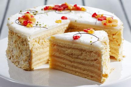 Hochzeitstorten, Geburtstagskuchen oder etwas leckeres für Firmenfeiern packen wir für Sie