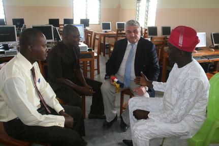 11 août 2015 : le maire de Sô-Ava, le maire de St Lumine et le président de GSADE-ONG réunis dans le cybercentre pour répondre à la presse