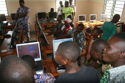 11 août 2015 : le cybercentre au service des élèves et habitants de Sô-Ava