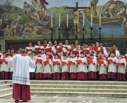 Chor in der Sixtinischen Kapelle bei der Aufnahme der Werke, die in St. Hedwig live erklangen _ Foto: Massimo Palombella