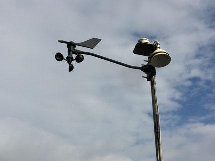 風向・風速計と日射・外気温センサー