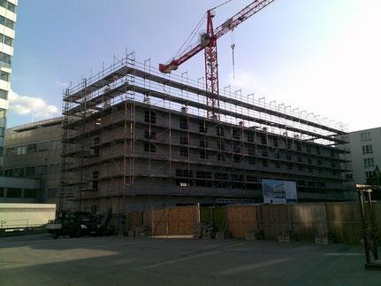 Bielefeld Legere Hotel. Einrüstung für Neubau und Stellung eines 1.5 t Lastenaufzuges.