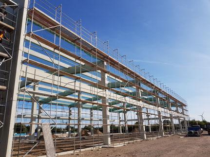 Lemgo Hallenneubau, Schutzgerüst für Dacharbeiten