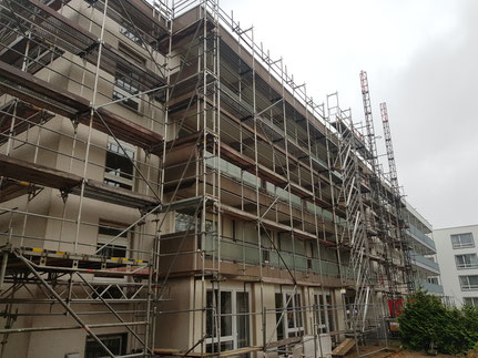 Bad Oeynhausen Altenheim Neubau Fassadengerüst mit einer Lastbühne 1,5 t