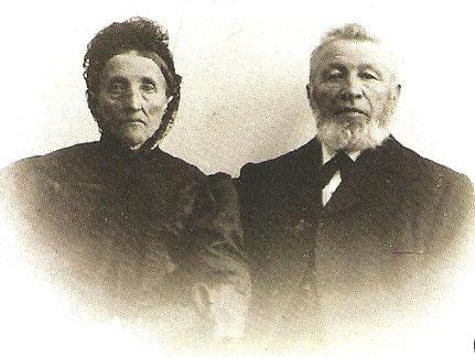 "Joh. Heinrich Harms mit seiner Frau Anna Catharina um 1900, Repro: H. Riehn, S. Ratjen, K. Hahn; ""De oole Tegelee"""