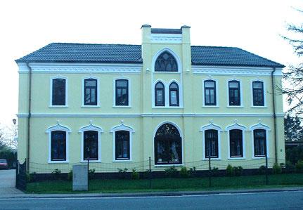 Das Wohnhaus steht immer noch (renoviert 2001)