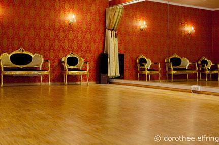 Tanzraum Saal 2 der Münchner Maillinger Studios. Räume stundenweise anmieten zum günstigen Preis.