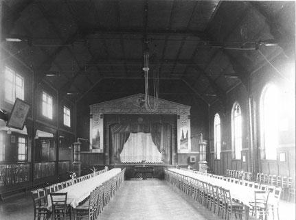Volkshaus - Saal mit Bühne