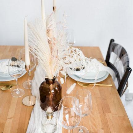 Tischdekoration, Tischdeko, mint und rosegold, Stabkerzenhalter, Trockenblumen, Hochzeitsdeko, Tiny Wedding, Dekoverleih, Hamburg