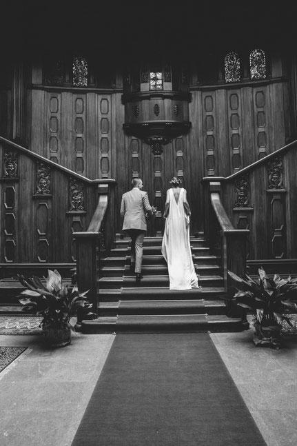 modernes Brautkleid aus Seide - nachhaltige Traumhochzeit