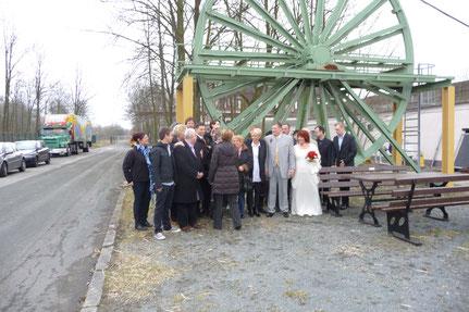 Gruppenfoto vor der Seilscheibe