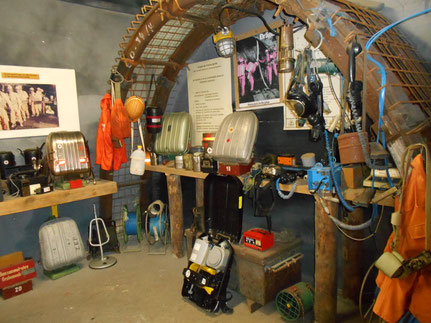 Sammlung diverser Grubenrettungsgeräte, Wettermesstechnik, etc.