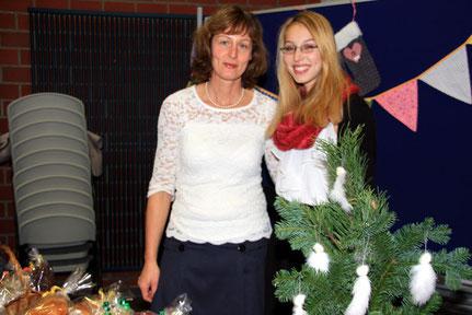 Für Birgit Wieser (li.) und ihre Tochter Katharina (re.) ist der Andheri-Basar längst zum Adventsritual geworden