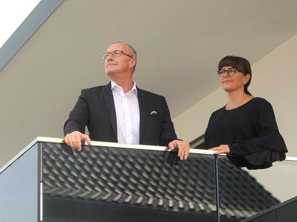 Uwe und Helga Klein auf Balkon mit freitragender Decke