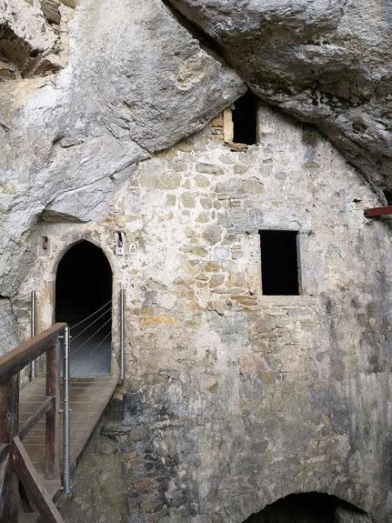 Felsenburg Predjama, Höhlenwand