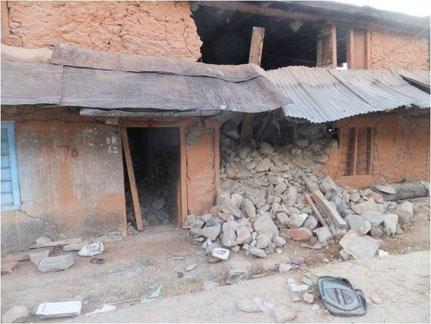 Im Erdbeben zerstörtes Haus
