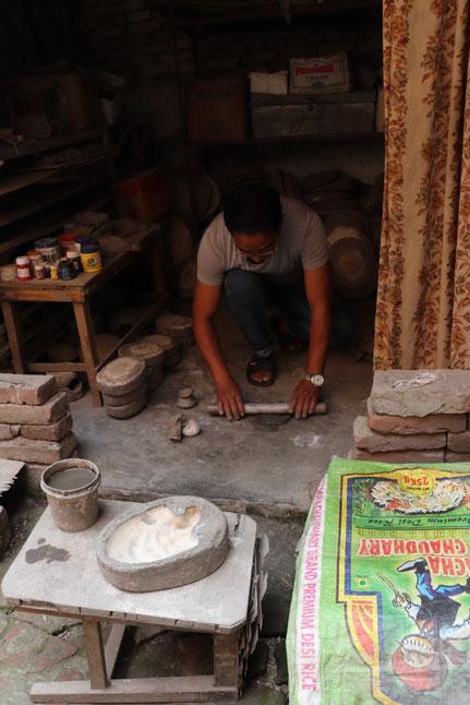 Maskenherstellung in Kathmandu