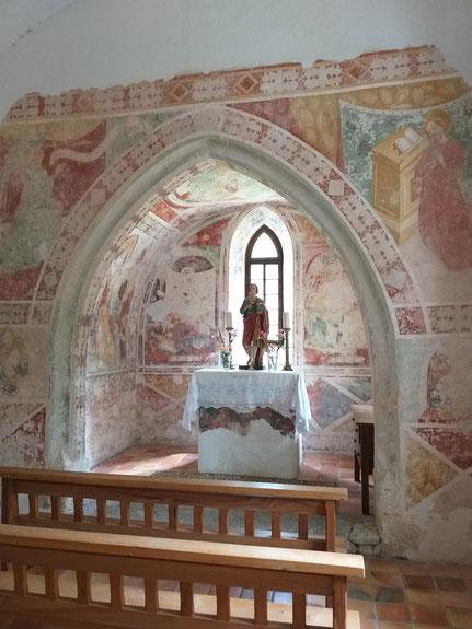 Wunderschöne Wandmalereien in der Kirche - es lohnt sich wirklich hinein zu schauen
