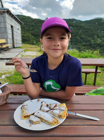 Essen auf Hütte wanderung Slowenien