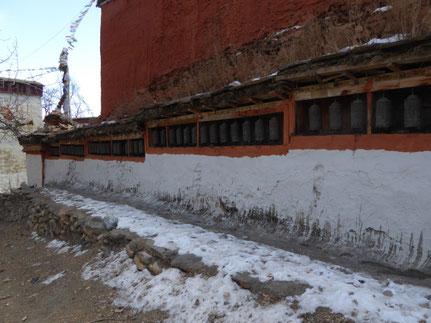 Kloster Ghar Gompa mit Schnee