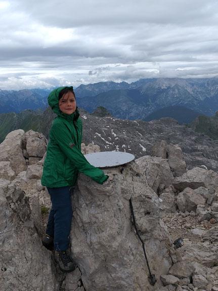 Miriam auf dem Gipfel des Krn