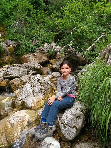 Miriam am Wasserfall Krampez