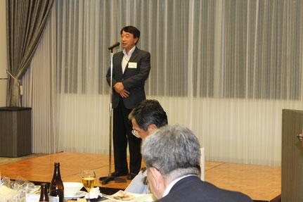 閉会のあいさつをする瀧寛和和歌山大学学長
