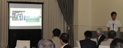 タイでの青年海外協力隊の経験や、帰国後の早和果樹園での仕事について語る大浦靖生氏