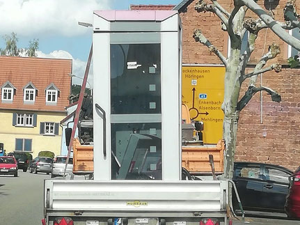 Die letzte Telefonzelle verlässt Otterberg